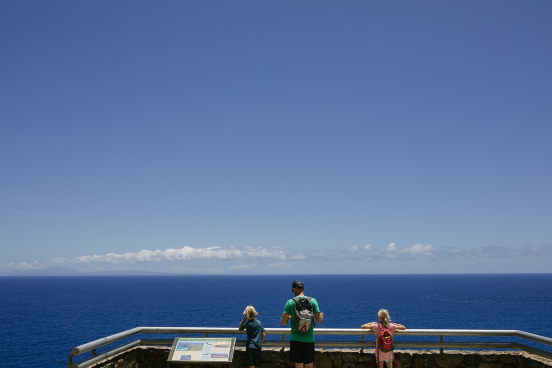 dad and kids looking out at the ocean along the makapuu lighthouse hike