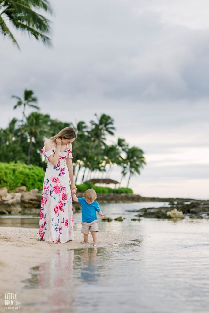 mom and son explore tidepools during a fun family photo shoot by little bird photography in hawaii